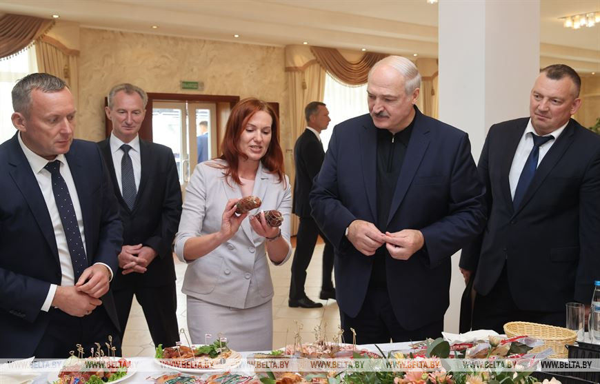 Президент Беларуси посетил Агрокомбинат